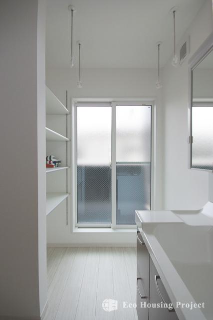 外装・内装に無垢を取入れた2階リビングの家