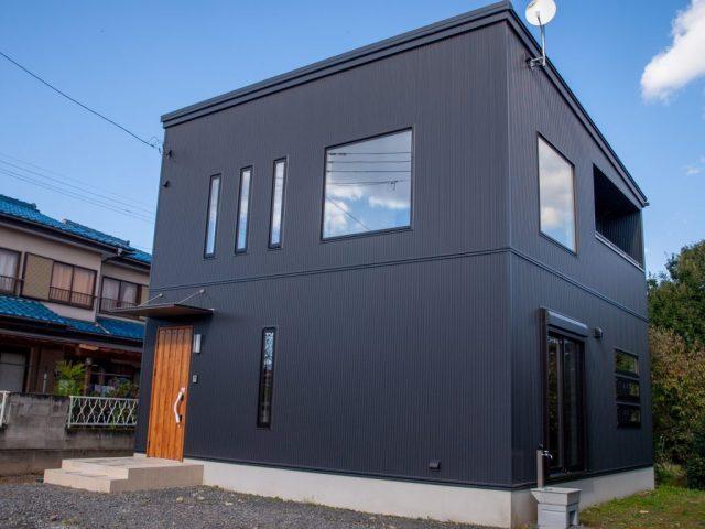 ガルバリウム外壁+鉄骨階段+吹抜けのお家完成!【完全予約制】